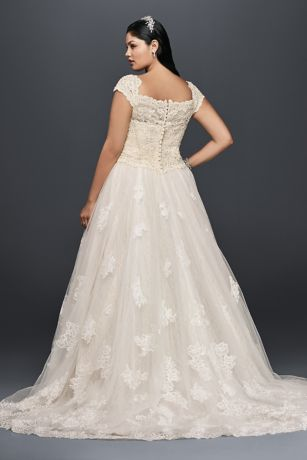 Cap Sleeve Lace Plus Size Ball Gown Wedding Dress | David\'s Bridal