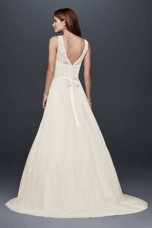 Lace A-line Wedding Dress with Tulle Skirt | David\'s Bridal