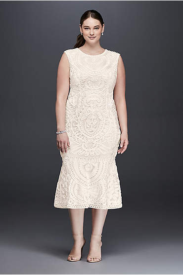 Mid-length sleeveless engagement party dress in plus size