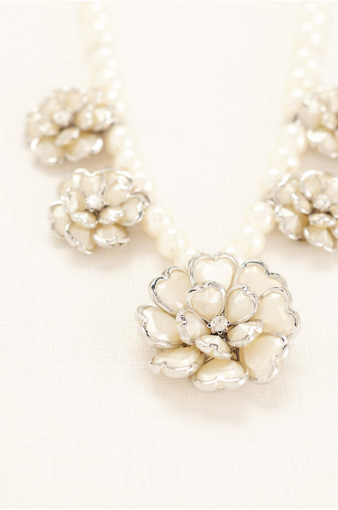 3D Flower Pearl Necklace