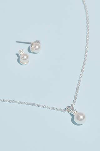 Set de Aretes y Collar de Perlas