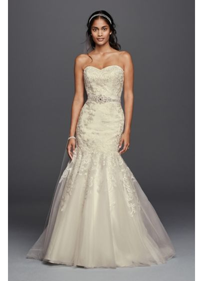 Lace wedding dress with sweetheart neckline david 39 s bridal for Heart shaped mermaid wedding dresses