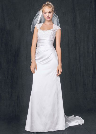 Petite Lace Sheath Wedding Dress with Keyhole Back 7T3342