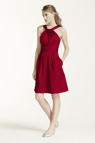 Short Cotton Dress with Y-Neck and Skirt Pleating - This short cotton dress is flattering and comfortable.