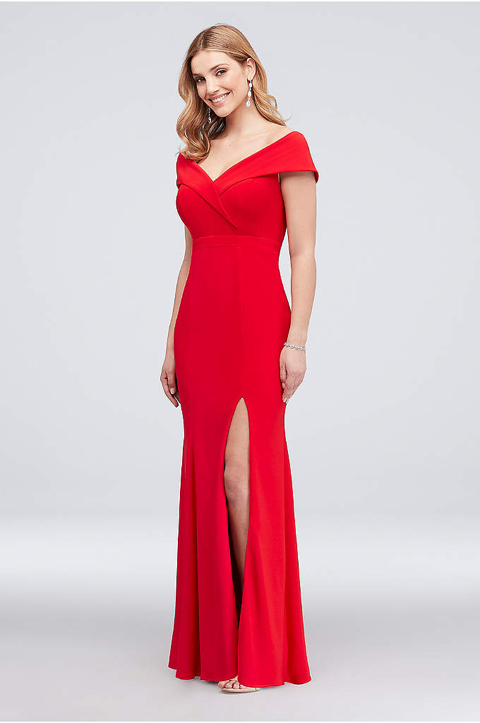 Cuff Neckline Off the Shoulder Jersey Sheath Gown - Prepare to wow in this stretch jersey sheath