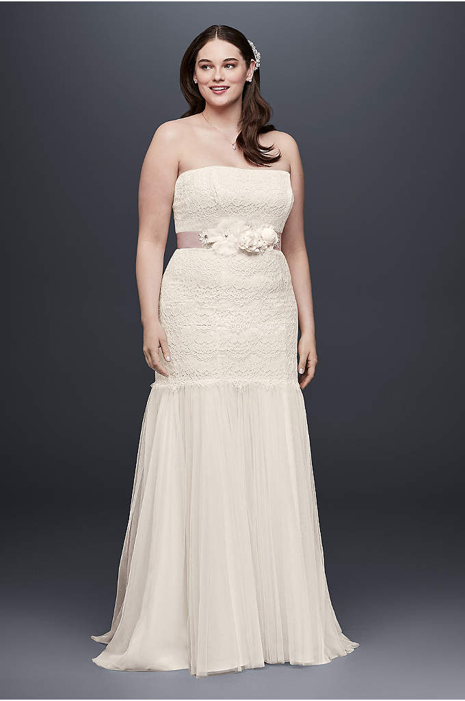 Lace Plus Size Wedding Dress with Tulle Skirt - This figure-flattering, plus-size trumpet wedding dress features a