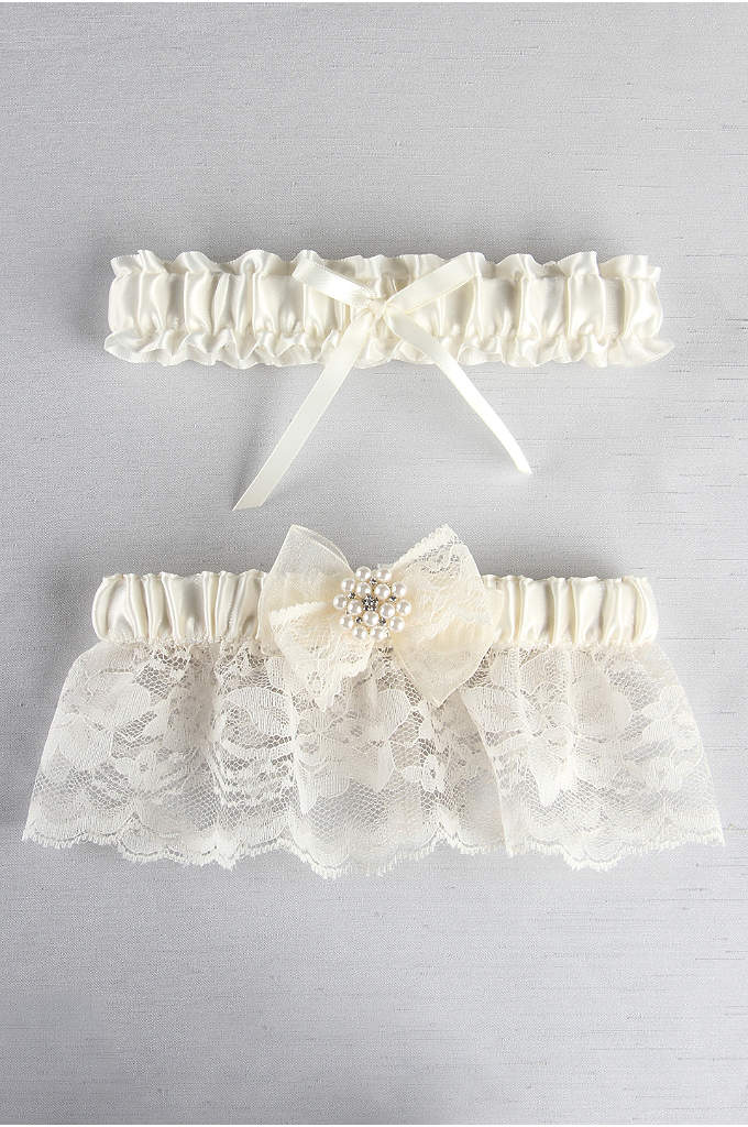 Delilah Garter Set - This ruffled lace garter features a satin band,