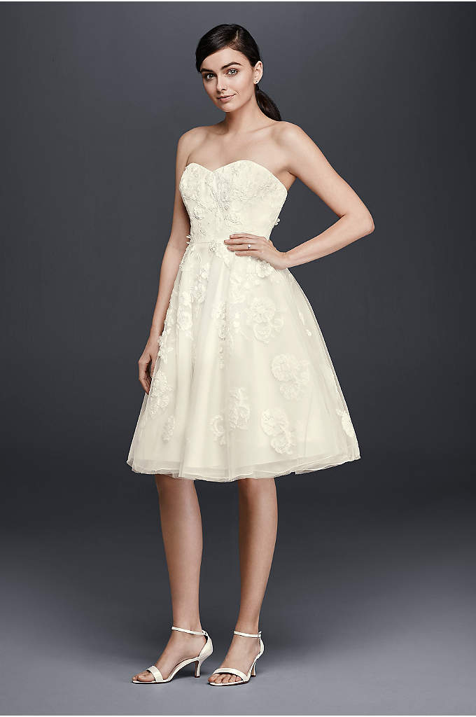 Short Lace Strapless Wedding Dress - This short wedding dress is designed with a