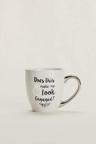 "Taza Con Frase: ""Does This Ring Make Me Look Engaged"""