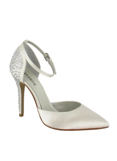 Menbur Ivory (Tina Pointed Toe Pump by Menbur)