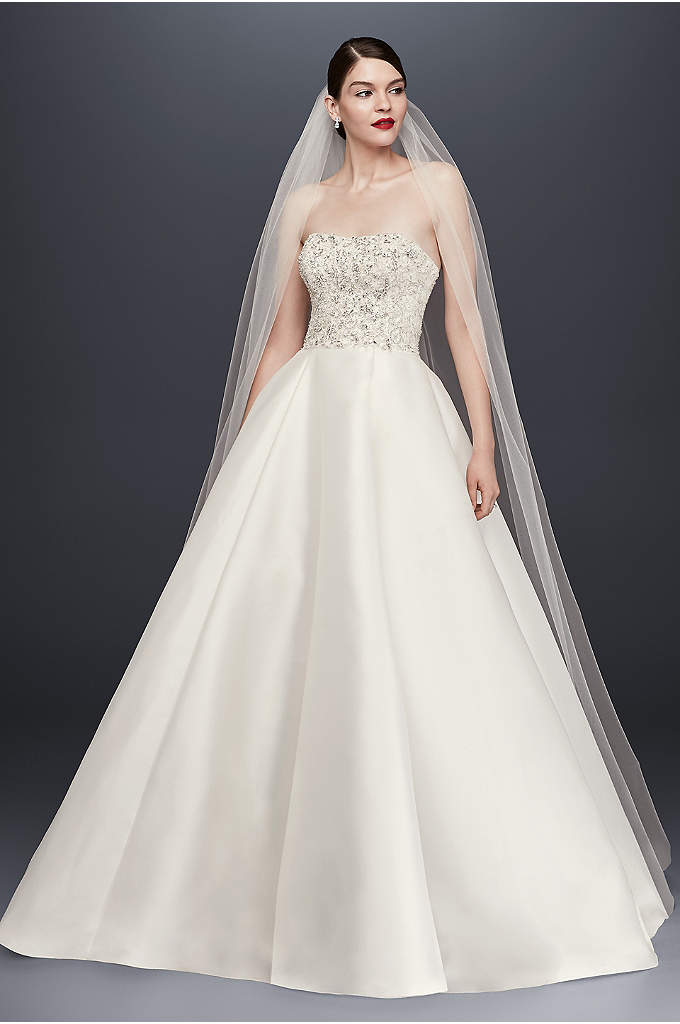 Single-Tier Raw Edge 165-Inch Cathedral Veil - Stylishly simple, this lengthy tulle cathedral veil is