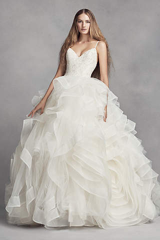 Vestido de novia en capas en forma de 2 rosas