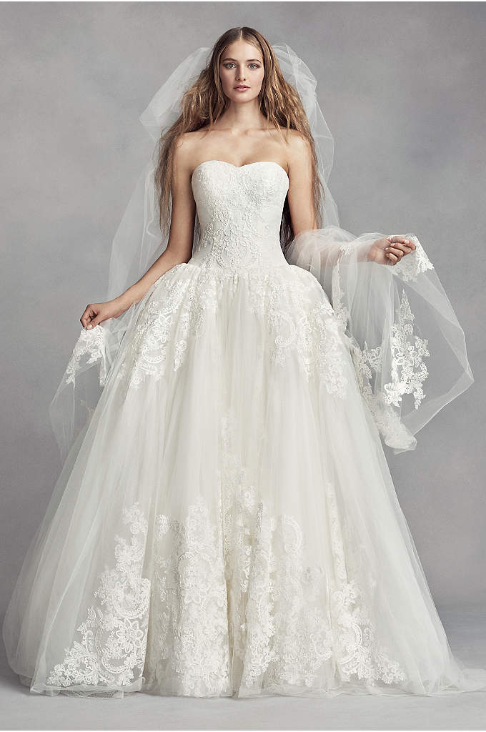 Tulle Cathedral Veil with Arched Lace Appliques - Arched lace appliques, inspired by the architectural motifs,