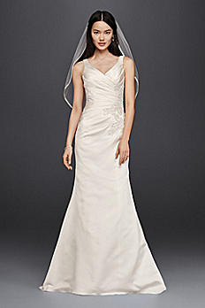 V-Neck Trumpet Wedding Dress with Ruching 7WG3809