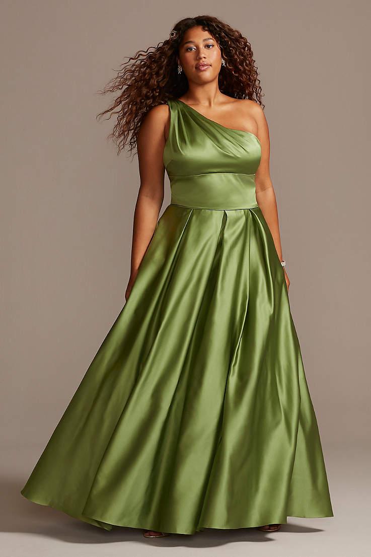 Plus Size Prom Dresses & Gowns | David\'s Bridal