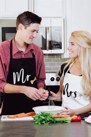 Gold Foil Mr and Mrs Couples Apron Gift Set