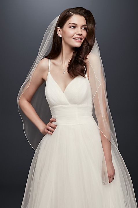 One Tier Tulle Fingertip Veil with Pencil Edge | David\'s Bridal