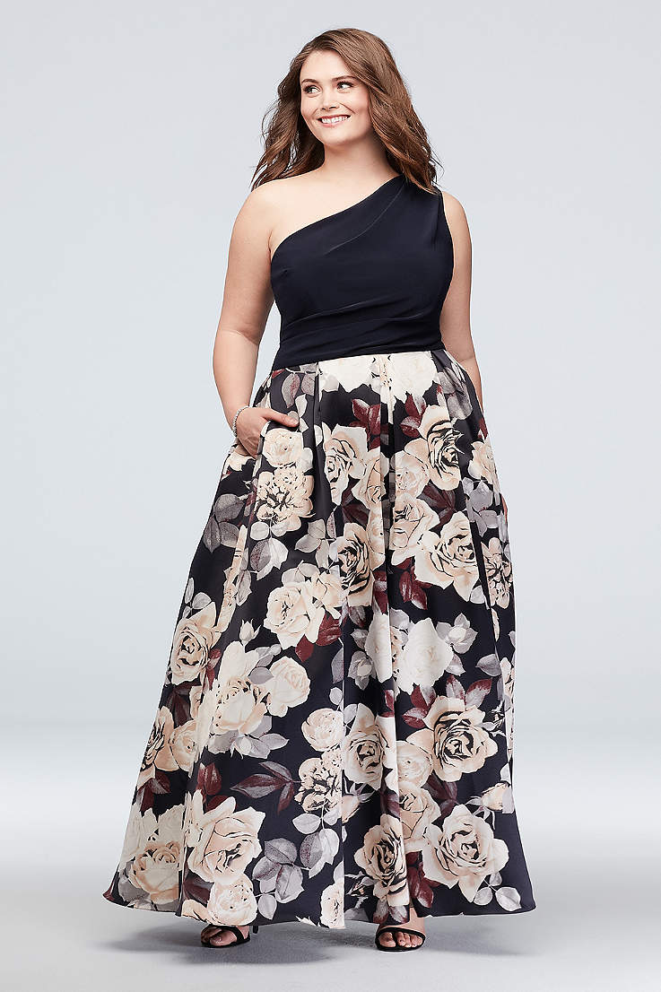 Plus Size Formal Dresses & Evening Gowns | David\'s Bridal