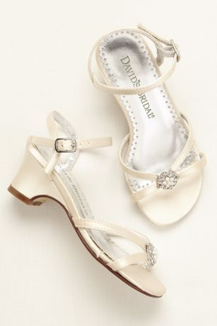 Flower Girl Dyeable Sandal with Pearl Ornament