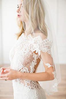 Alencon Lace Appliqued Scalloped Fingertip Veil