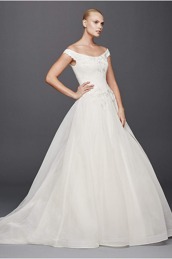 Truly Zac Posen Scoop Neck A-line Wedding Dress - This off the shoulder ball gown has a