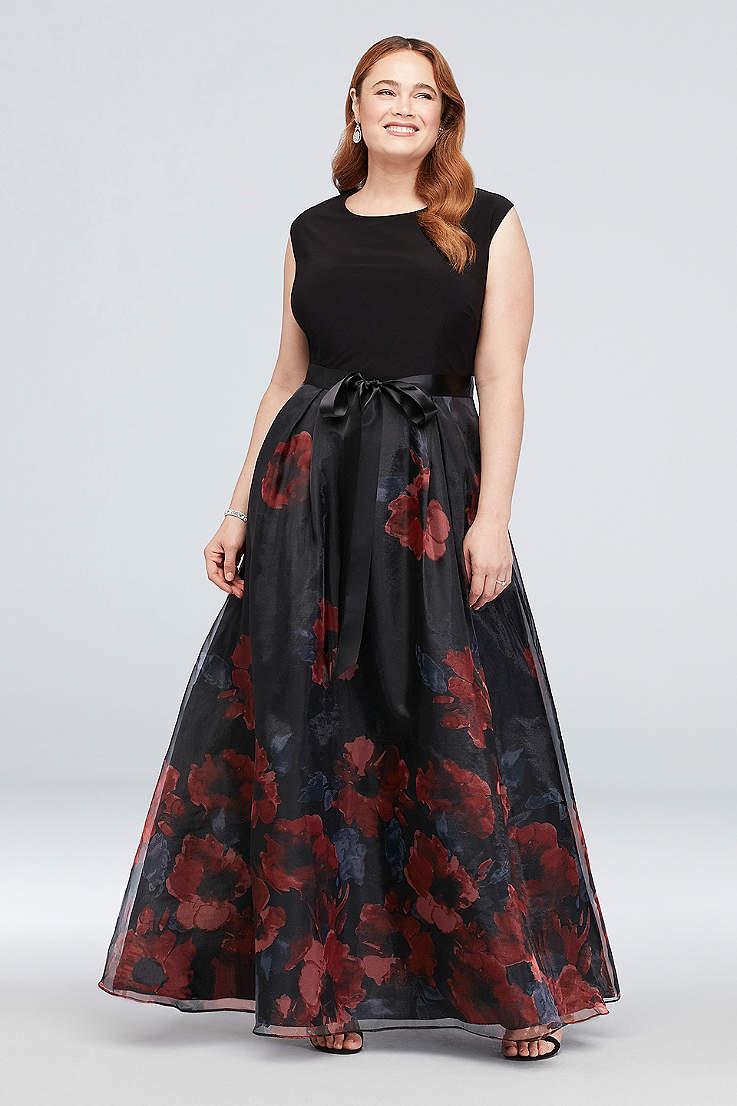 Plus Size Black Dresses & Gowns | David\'s Bridal