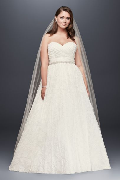 With over bridal gowns to choose from, Brandi's Bridal Galleria has it all – With the most cutting edge selection in the Midwest.
