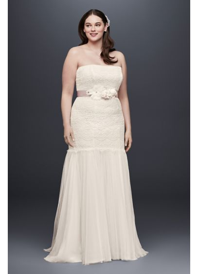 As-Is Lace and Tulle Plus Size Wedding Dress - This figure-flattering, plus-size trumpet wedding dress features a