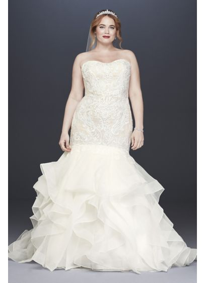 As-Is Scroll Lace Trumpet Plus Size Wedding Dress - The structured organza skirt of this trumpet wedding