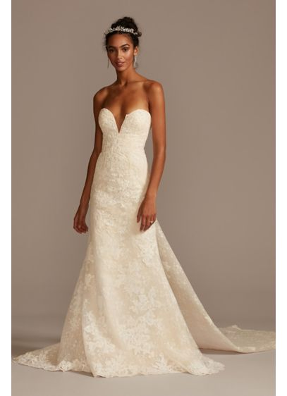 Scalloped Lace Removable Bow Train Wedding Dress - Drawing inspiration from the runway, this sheath wedding