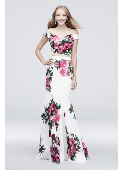 Off-the-Shoulder Floral Printed Two-Piece Set - Stand out from the crowd in this fun