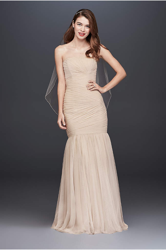 Pleated Tulle Mermaid Wedding Dress - This figure-flattering tulle trumpet wedding dress features a