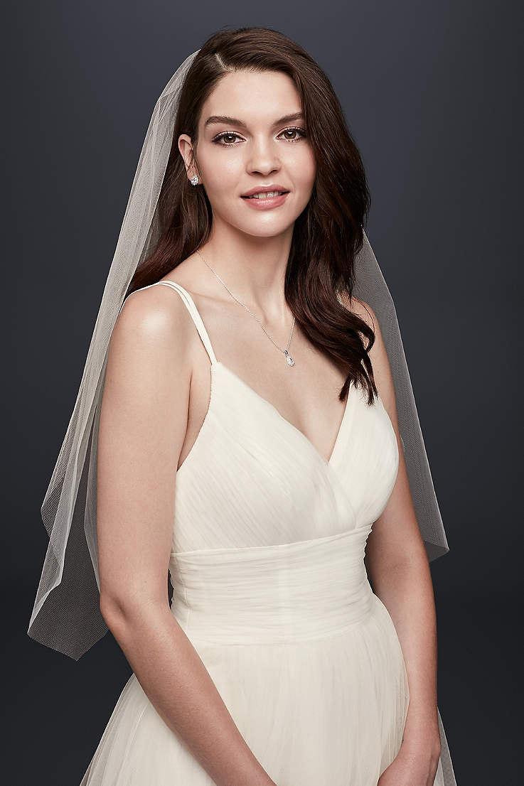 Short Wedding Veils & Headpieces | David\'s Bridal