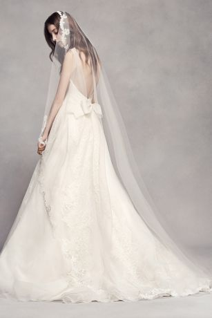 Scalloped Lace Edge Cathedral Veil