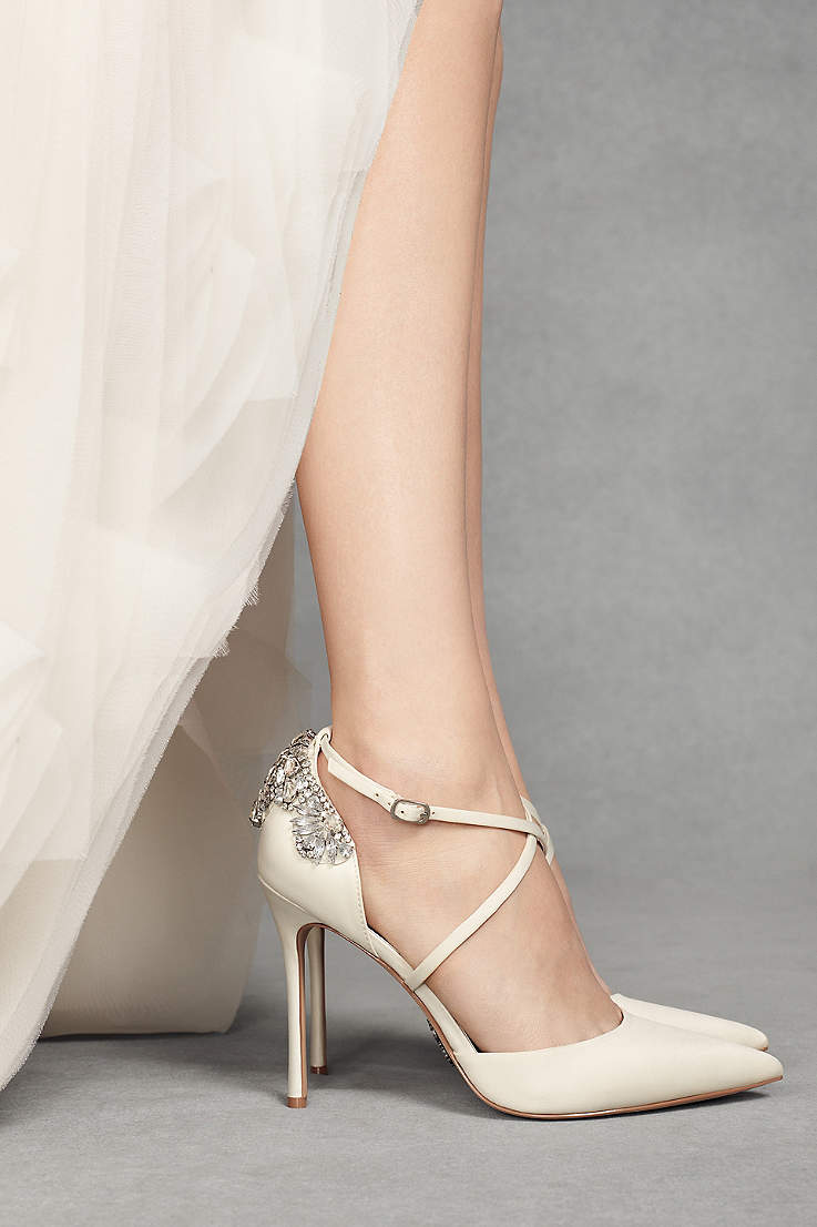 203e6dce7d5898 White by Vera Wang Ivory Pumps (Pointed-Toe Cross-Strap Heels with Crystal