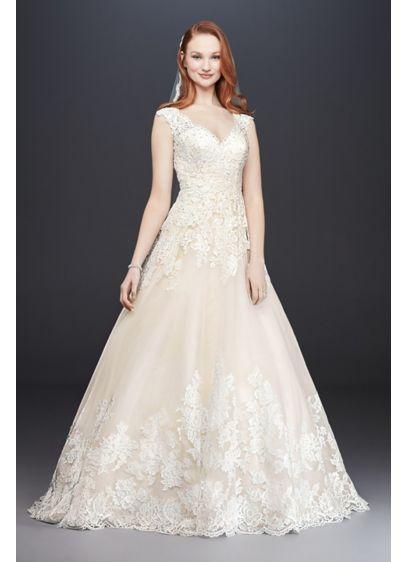 Scalloped V-Neck Lace and Tulle Wedding Dress | David\'s Bridal