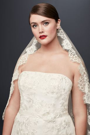 One Tier Mid Veil with Trailing Lace